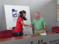 Signatura del segon conveni de cessió de despatx a la Incubadora